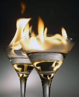 Paprastas būdas saugiai vartoti liepsnojančius kokteilius
