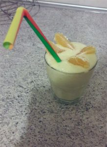 ledu kokteilis su vaisiais
